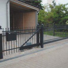 Brama skrzydłowa czy brama przesuwna?